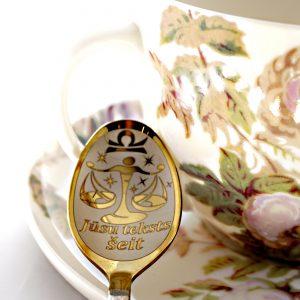 Чайная ложка с гравировкой «Весы»