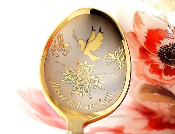 karote zelta krāsā ar iegravētu dūju un personalizētu teksts