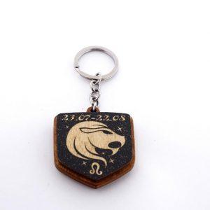 """18 8 300x300 - Koka atslēgu piekariņš ar gravējumu """"Lauva"""""""