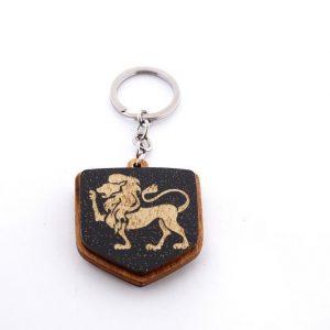 """19 3 300x300 - Koka atslēgu piekariņš ar gravējumu """"Lauva"""""""