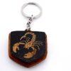 """1a 100x100 - Koka atslēgu piekariņš ar gravējumu """"Skorpions"""""""