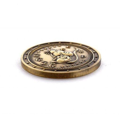 no sāda nofotogrāfēta monētas puse, kurā ir pelīte