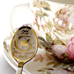 Чайная ложка с гравировкой «Водолей»