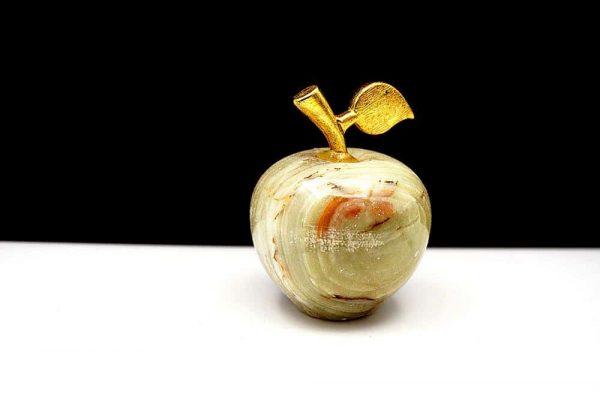 Яблоко из натурального камня оникс 69g.