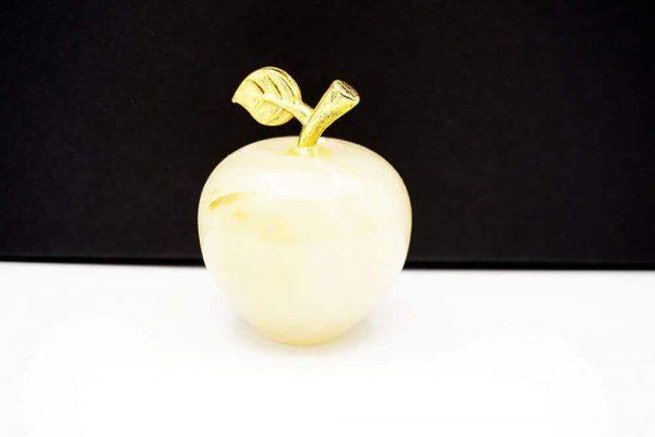Яблоко из натурального камня оникс 90g.