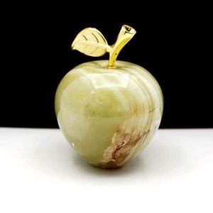 Яблоко из натурального камня оникс 309g.