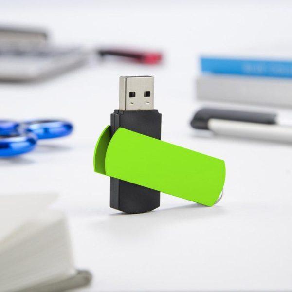 """Komplekts """"USB zibatmiņa, Tortes lāpstiņa"""""""
