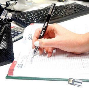 Pildspalva ar 16 GB USB atmiņas karti un gravējumu