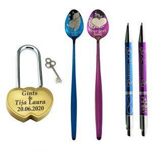 """Komplekts """"Kāzu slēdzene, Karotes, Pildspalvas"""""""