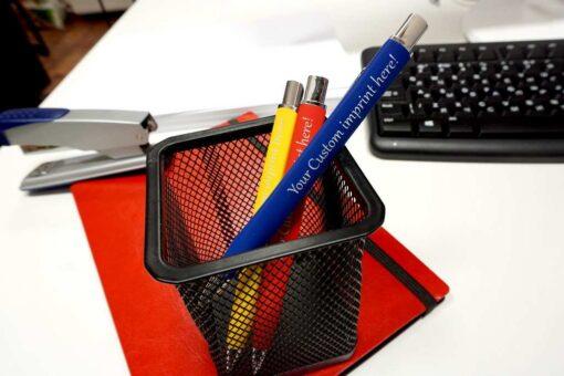 "Pildspalva ar gravējumu ""Model R"""
